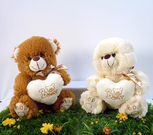"""Plüsch Bär mit weißem Herz und Aufschrift """"Bear"""", sitzend 25 cm"""