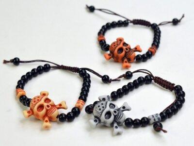 Armband, Totenkopf mit Perlen, 2 verschiedene Farben, auf...